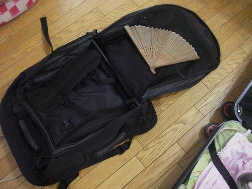 スーツケースに荷造り