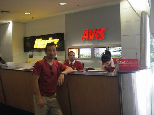 シドニー空港でエイビスレンタカー