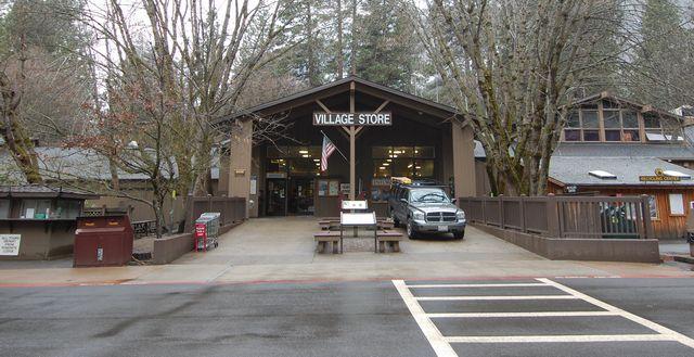 ビレッジストア・Village Store